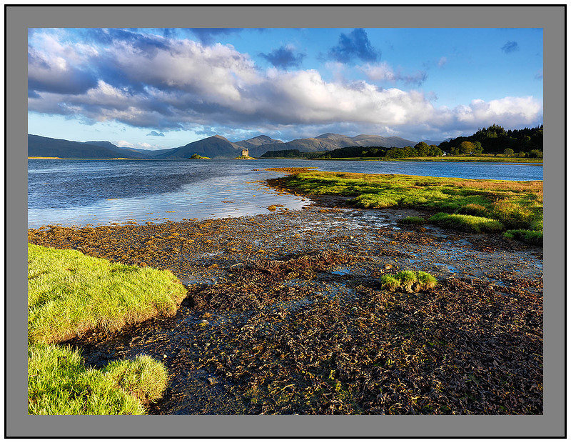 A 10160 Early morning light on Castle Stalker and the mountains of Ardgour