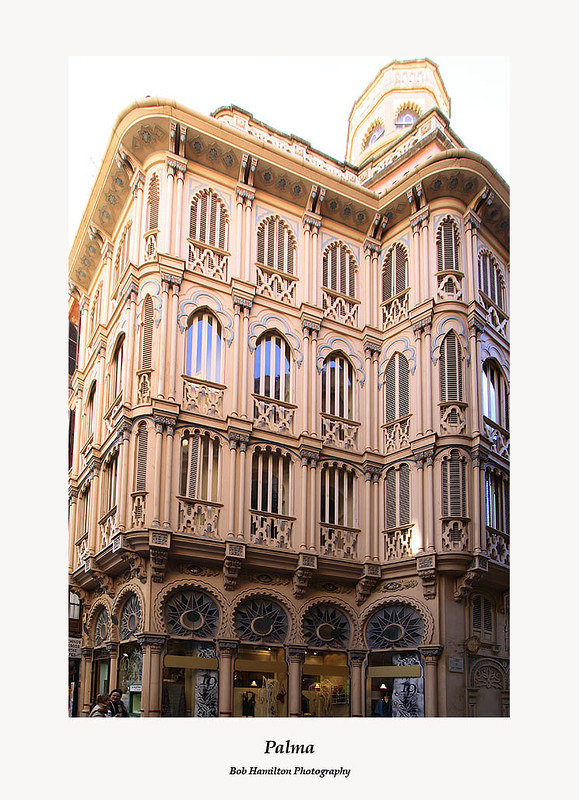 Palma-building facade on Carrer de San Domingo