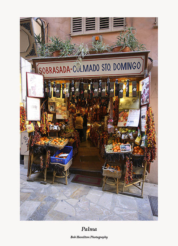 Palma-delicatessen and fruiterer's shop on Carrer de San Domingo