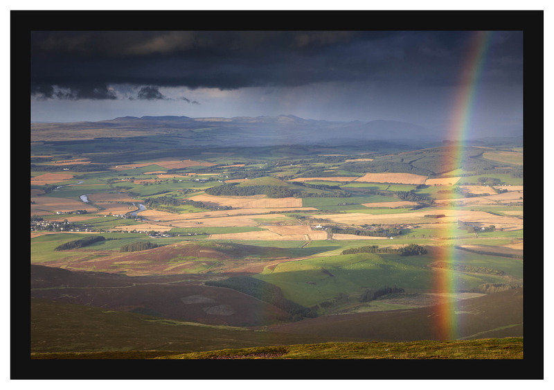 46E4859 Rainbow over Tinto with the Clyde Valley beyond