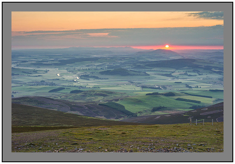 L1001243 Sunrise over the Clyde Valley