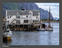 O123526 Lofoten evening harbour Henningsvaer
