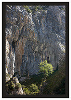 46E5465 Overhanging cliff-Cares Gorge