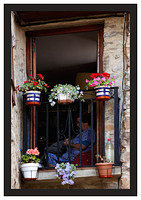 46E6756 Seamstress and flowers-Potes