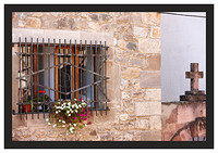 46E6964 Window and cross-Potes