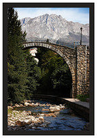 46E7013 Bridge and mountain-Potes