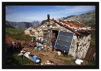 46E5896 Cabrales (blue cheese) maker's hut at La Terenosa (complete with solar panel..!!)