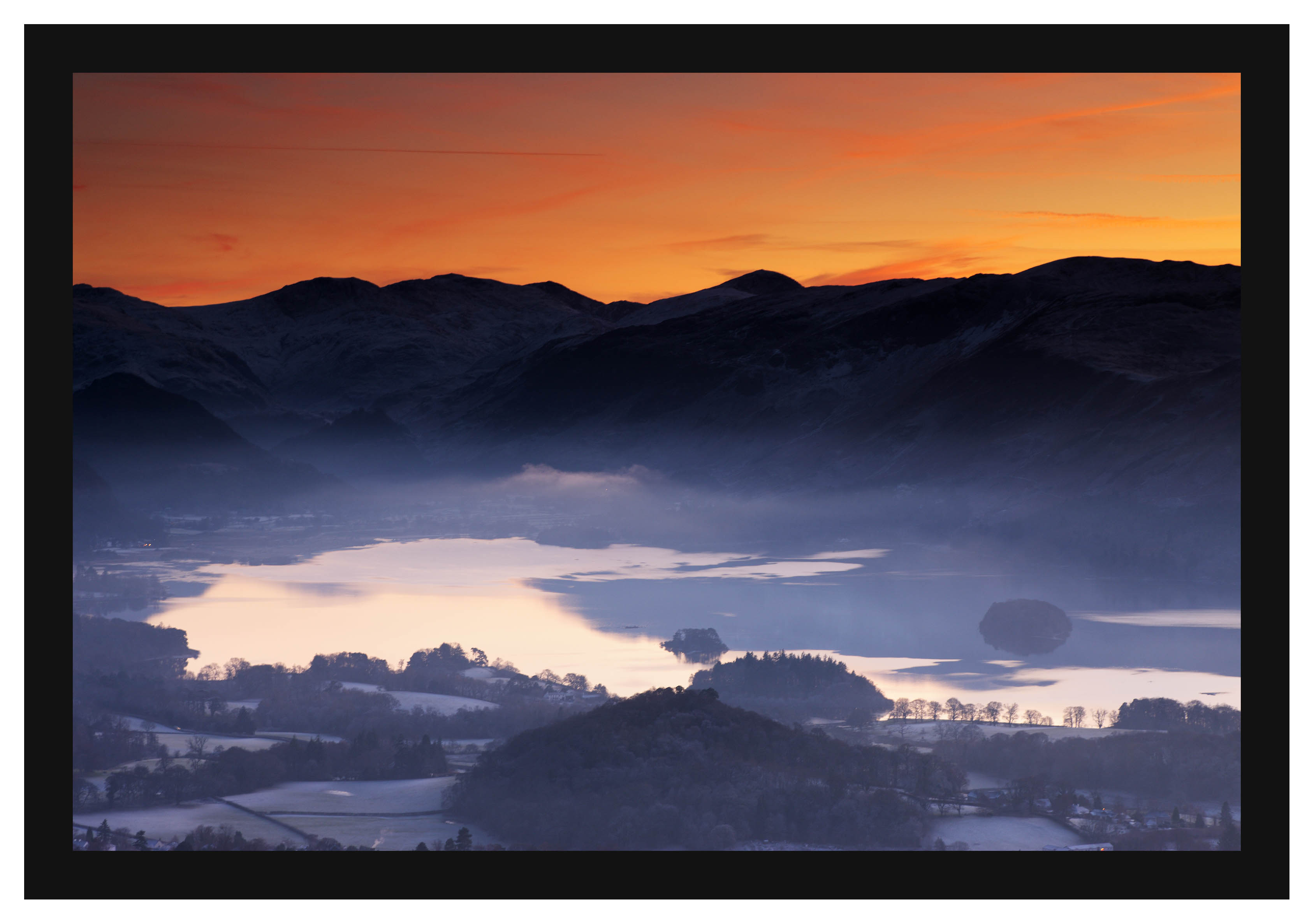 46E8181 Sunset over Derwent Water and the Newlands Valley from Latrigg