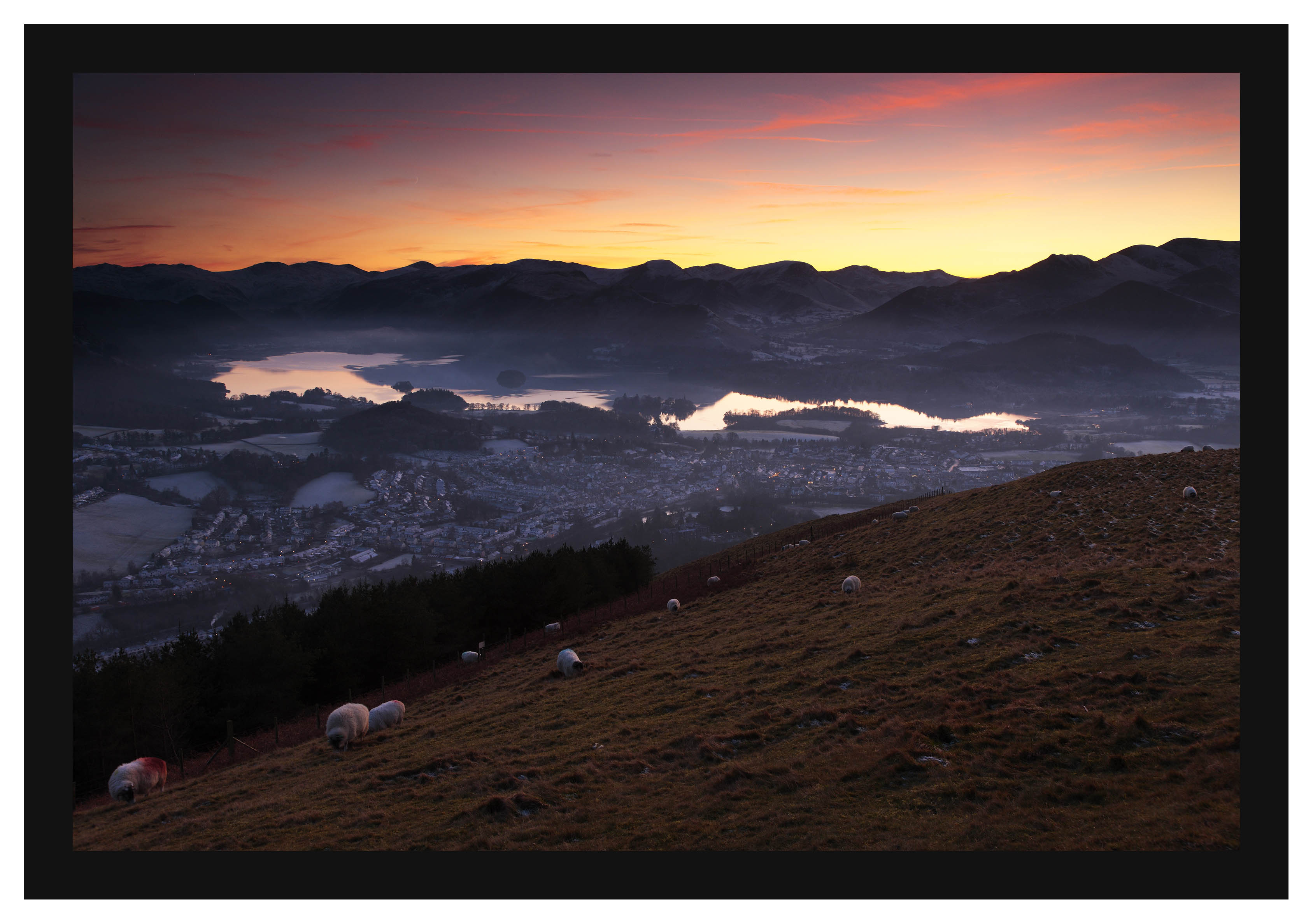 46E8191 Sunset over Keswick and Derwent Water from Latrigg
