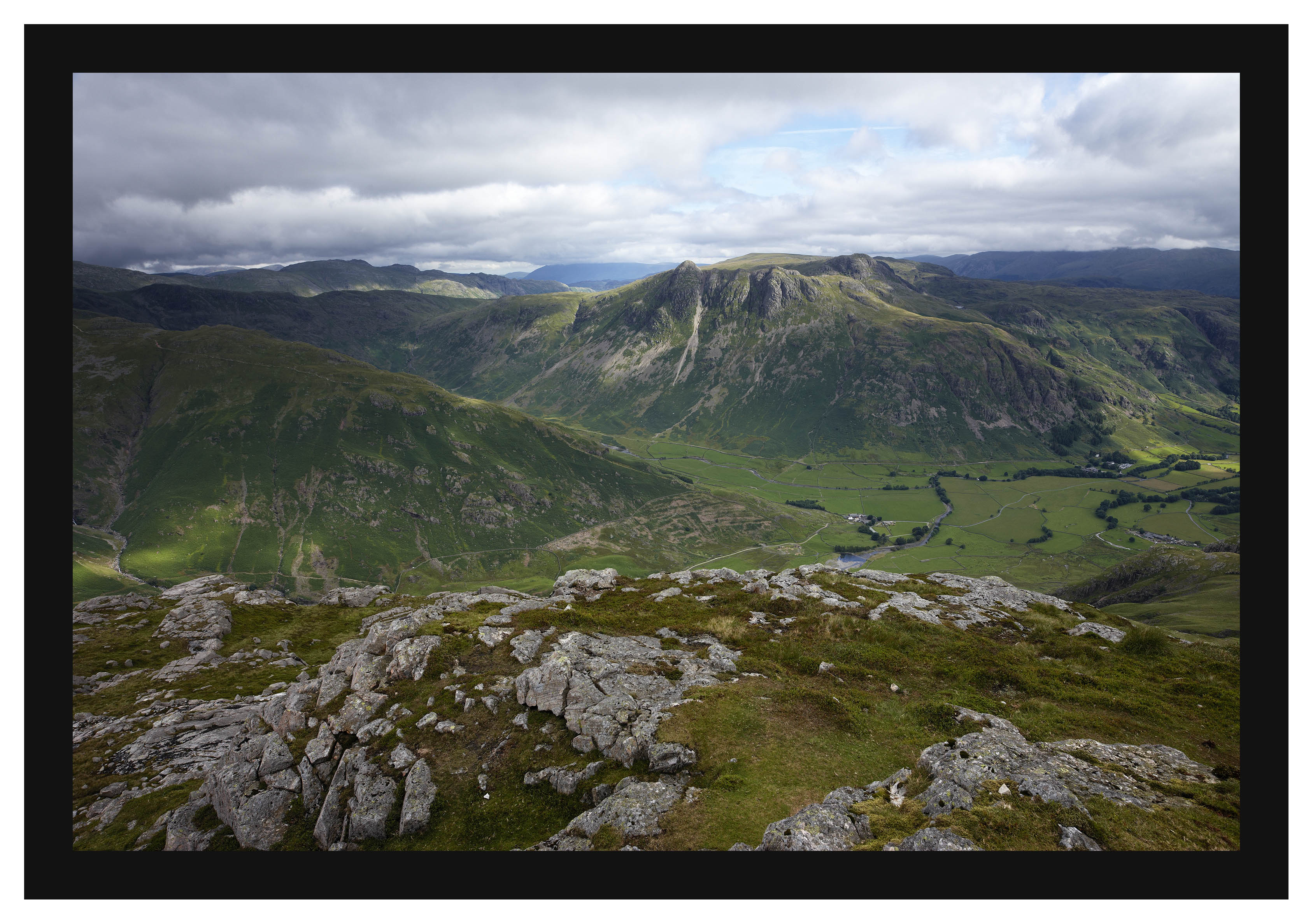 46E3983 The Langdale Pikes from Pike of Blisco
