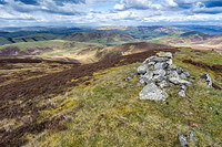 S2016925 The summit of Scawdmans Hill with the Broughton Heights and Pentlands beyond