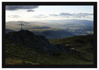 46E4276 The summit of Ben Ledi looking towards Callander